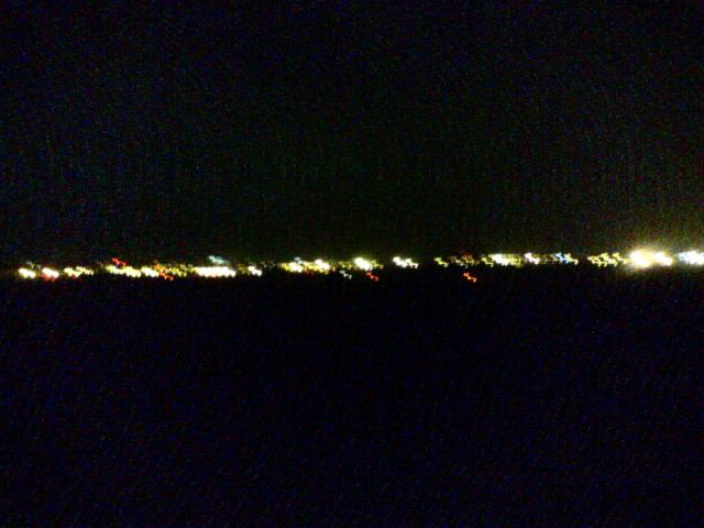 基地、光の地平線。